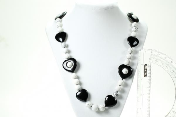 Magnesite & obsidian heart/bead necklace